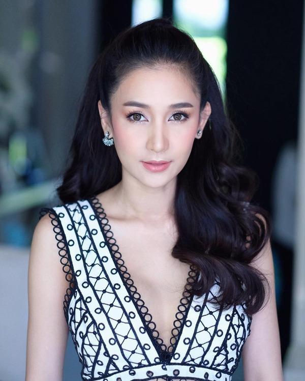 Ác nữ được quý nhất Thái Lan: Chồng tặng nhẫn 5 carat, đám cưới triệu đô, sống như bà hoàng-1