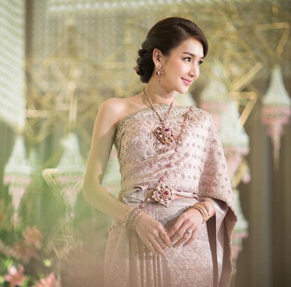 Ác nữ được quý nhất Thái Lan: Chồng tặng nhẫn 5 carat, đám cưới triệu đô, sống như bà hoàng-3