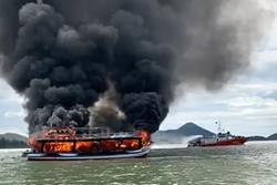 Tàu khách bốc cháy khi đang chở 21 hành khách đi đảo Hải Tặc ở Kiên Giang