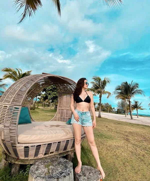Mỹ nhân Việt dùng bikini phối đồ chất lừ đi du lịch-3
