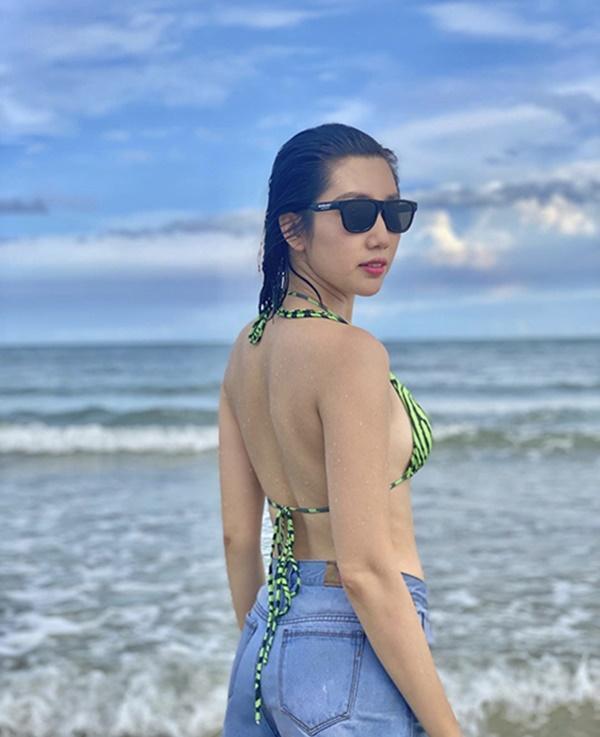 Mỹ nhân Việt dùng bikini phối đồ chất lừ đi du lịch-8