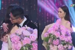 HOT: Hương Giang trao hoa cho đại gia Matt Liu tại 'Người Ấy Là Ai' như lời đồn