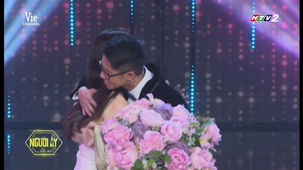 HOT: Hương Giang trao hoa cho đại gia Matt Liu tại Người Ấy Là Ai như lời đồn-15