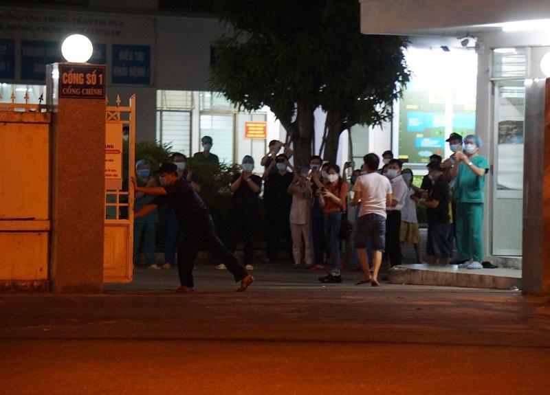 Bệnh viện C Đà Nẵng lúc 0h ngày 8/8 khi chính thức dỡ phong tỏa-3