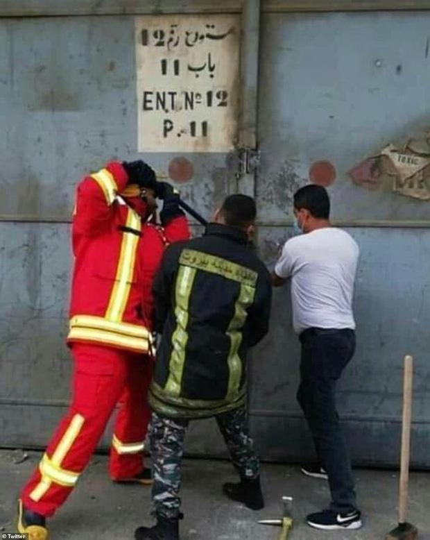 Đám tang đặc biệt của cô gái biểu tượng bi kịch Beirut, chưa kịp mặc váy cưới đã nằm trong quan tài-4
