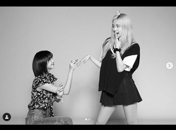 Hot K-Pop 8/8/2020: Lisa cầu hôn Rose mừng 4 năm debut, TREASURE chinh phục TOP ITUNES-5