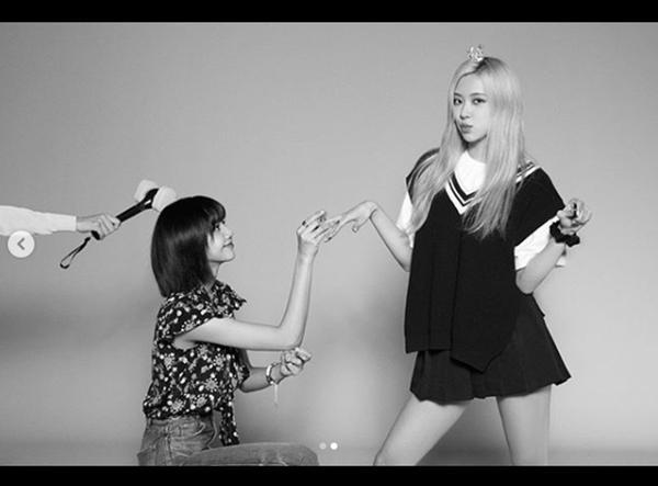 Hot K-Pop 8/8/2020: Lisa cầu hôn Rose mừng 4 năm debut, TREASURE chinh phục TOP ITUNES-6