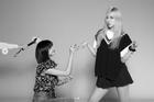Hot K-Pop 8/8/2020: Lisa 'cầu hôn' Rose mừng 4 năm debut, TREASURE chinh phục TOP ITUNES