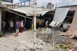 Xe 'điên' tông sập 3 nhà dân, nhiều trẻ em bị thương