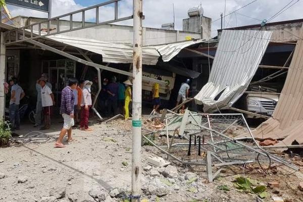 Xe điên tông sập 3 nhà dân, nhiều trẻ em bị thương-2