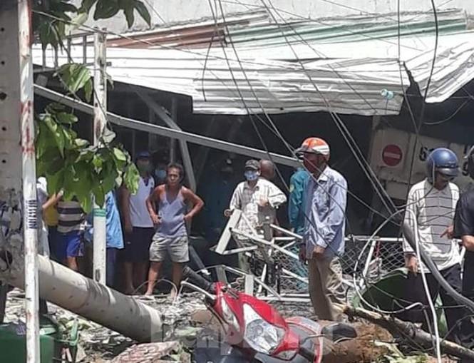 Xe điên tông sập 3 nhà dân, nhiều trẻ em bị thương-1