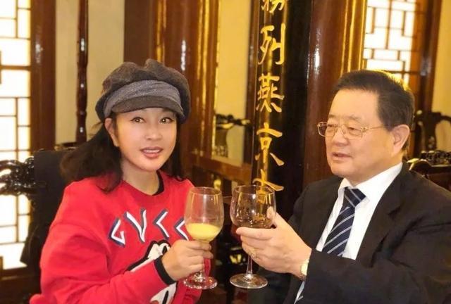 Lưu Hiểu Khánh rạn nứt hôn nhân với người chồng thứ 4?-1