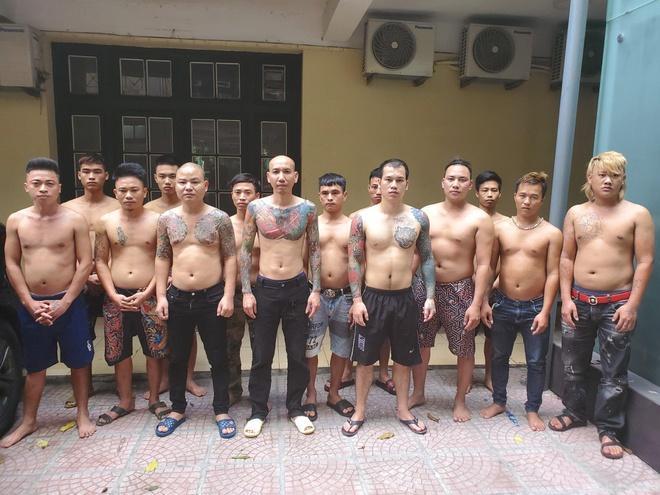 Triệu tập 16 người liên quan vụ Phú Lê đánh 2 phụ nữ-1