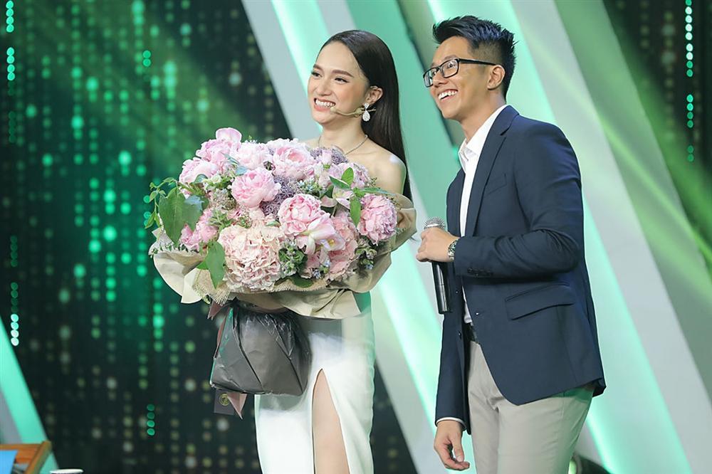 Khoảnh khắc tình tứ của Hương Giang và CEO người Singapore-1