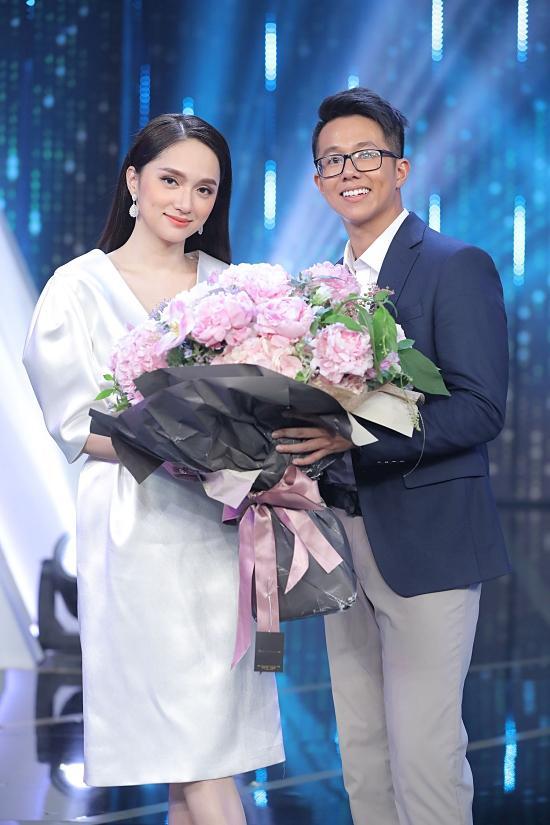 Khoảnh khắc tình tứ của Hương Giang và CEO người Singapore-4