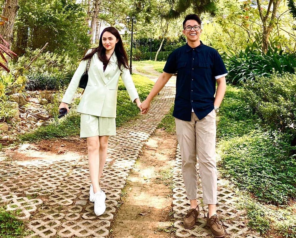 Khoảnh khắc tình tứ của Hương Giang và CEO người Singapore-5
