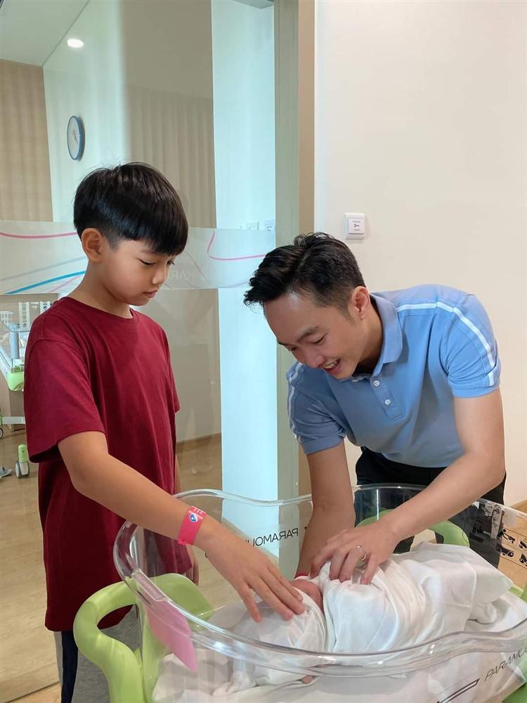 HOT: Đàm Thu Trang hạ sinh con gái cho Cường Đô La-2