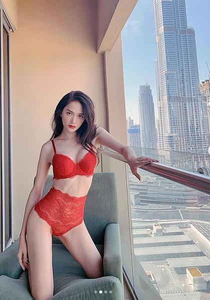 Hương Giang đốt cháy mạng xã hội với hình nội y sexy, không quên dằn mặt cô nàng hám fame-3