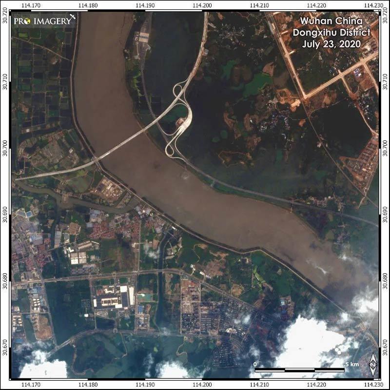 Hình ảnh loạt thành phố Trung Quốc ngập trong lũ, đập Tam Hiệp mở 6 cửa xả-4