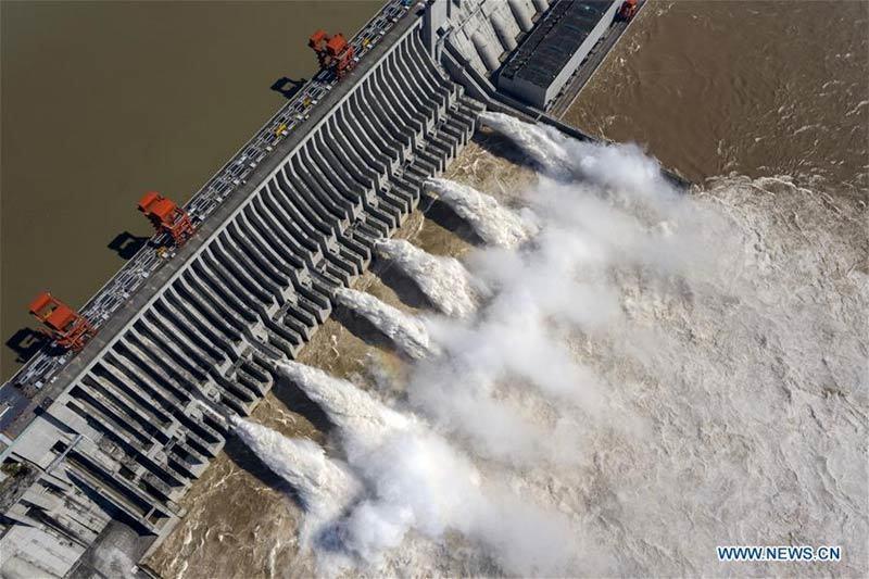 Hình ảnh loạt thành phố Trung Quốc ngập trong lũ, đập Tam Hiệp mở 6 cửa xả-6