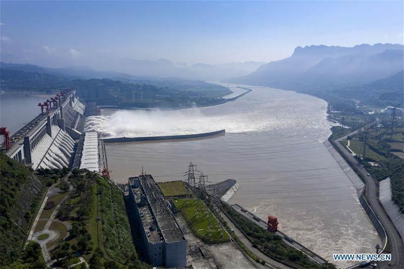 Hình ảnh loạt thành phố Trung Quốc ngập trong lũ, đập Tam Hiệp mở 6 cửa xả-7