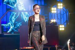 Pháo là gái xinh 2k3 đang phá đảo 'King Of Rap', cực 'chiến' từ sân khấu đến ngoài đời