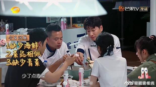 Triệu Lệ Dĩnh gây tranh cãi vì thói quen mất vệ sinh khi ăn cơm, Cnet soi thái độ của Huỳnh Hiểu Minh-1