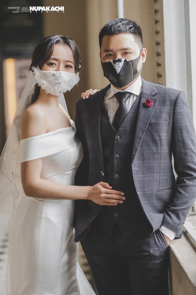 Đeo khẩu trang chụp ảnh cưới vì COVID-19, đôi uyên ương Sài thành vẫn đẹp nao lòng-1
