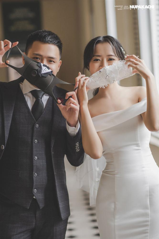 Đeo khẩu trang chụp ảnh cưới vì COVID-19, đôi uyên ương Sài thành vẫn đẹp nao lòng-3
