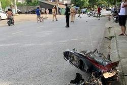 Đối đầu ô tô khiến xe máy gãy đôi, nam sinh tử vong tại chỗ