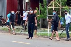 Hai nhóm thanh niên ở Đồng Nai cầm mã tấu đi ô tô chém nhau loạn xạ