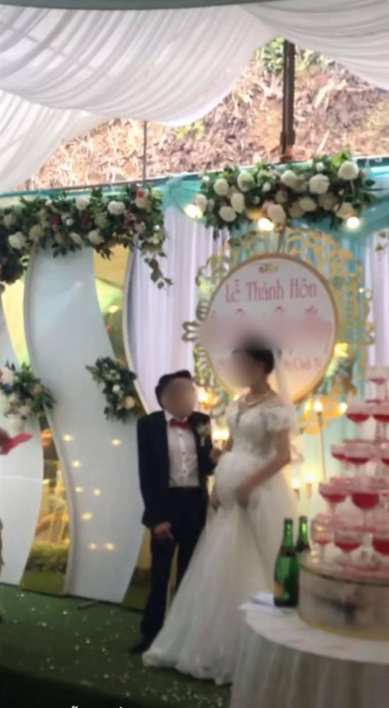 Cảnh hôn đám cưới rầm rộ MXH: Hành động xấu hổ của chú rể được hưởng ứng rần rần-3
