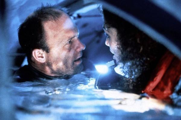 Nỗi sợ khi diễn viên quay cảnh phim dưới nước-3