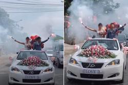 Cô dâu chú rể 'vui quá đà', thể hiện độ 'ngầu' trên xe hoa bị dân mạng ném đá