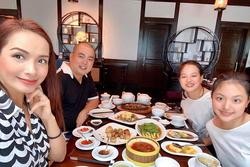 Minh Khang nặng 89kg, Thúy Hạnh sung sướng tổ chức ăn mừng