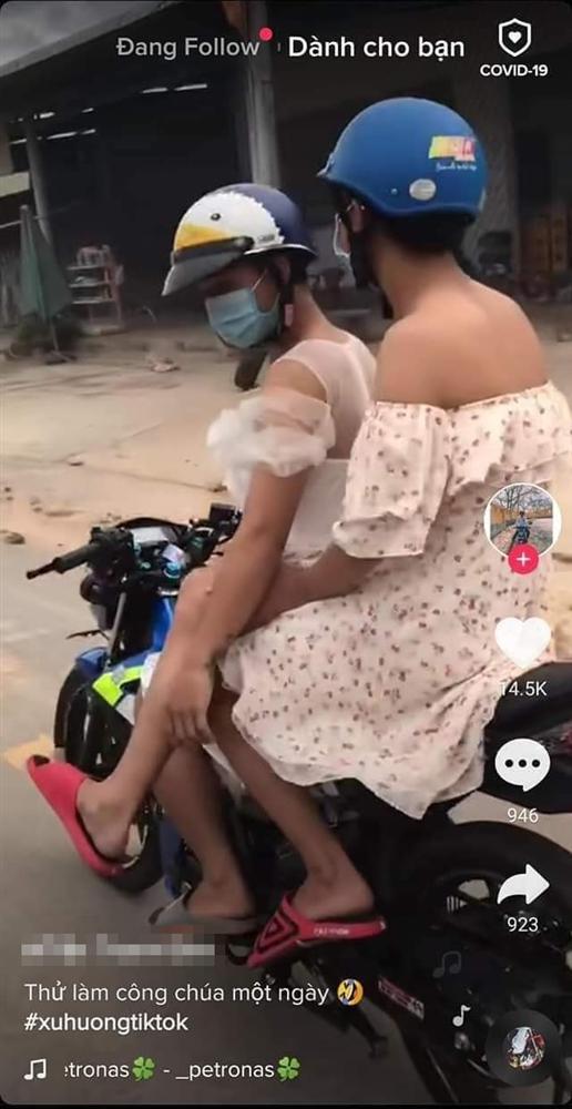 Trend dị Tik Tok: Con trai thử làm công chúa 1 ngày bằng cách mặc váy lượn xe máy ra đường-1