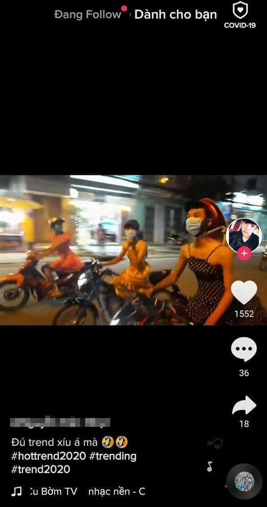 Trend dị Tik Tok: Con trai thử làm công chúa 1 ngày bằng cách mặc váy lượn xe máy ra đường-3