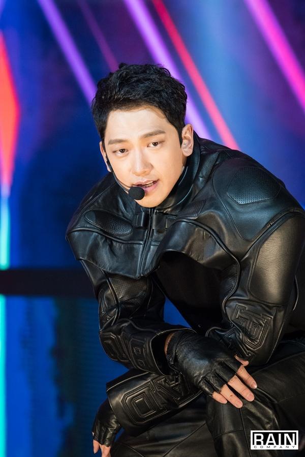 Tính cách thật ẩn trong vẻ lạnh lùng của Jin BTS, IU qua lời kể đồng nghiệp-5