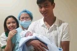 Vợ chồng Phan Văn Đức lần đầu giới thiệu tên đầy đủ của con gái, lập luôn trang cá nhân trên Instagram