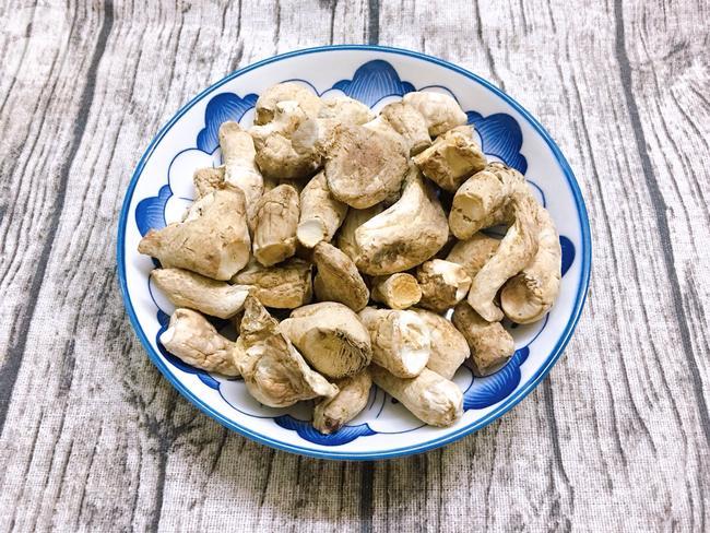 Từ khi biết làm chà bông nấm, nhà tôi lúc nào cũng có một hũ vì ăn vừa tiện lại vừa tốt cho sức khỏe-1