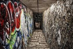 Cầu thang trong hình đi lên hay đi xuống? Câu trả lời tiết lộ bạn là người nổi loạn hay sâu sắc