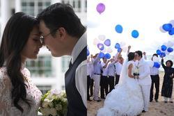 Lấy chồng 10 năm nhưng hoa hậu Hương Giang chưa một lần xem ảnh cưới hỏi