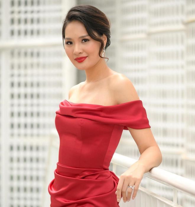 Lấy chồng 10 năm nhưng hoa hậu Hương Giang chưa một lần xem ảnh cưới hỏi-1