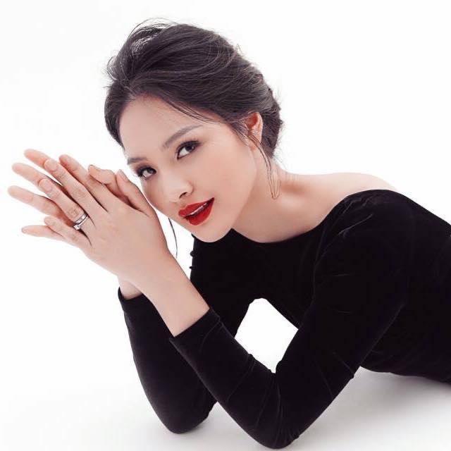 Lấy chồng 10 năm nhưng hoa hậu Hương Giang chưa một lần xem ảnh cưới hỏi-4