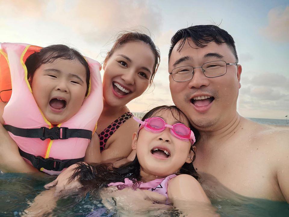 Lấy chồng 10 năm nhưng hoa hậu Hương Giang chưa một lần xem ảnh cưới hỏi-7