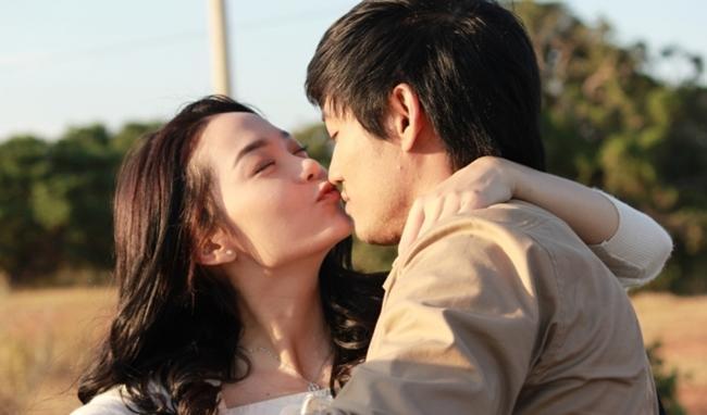 Cảnh nóng phim Việt: Diễn cảnh yêu trước mặt chồng, được đạo diễn thị phạm nhiệt tình-14