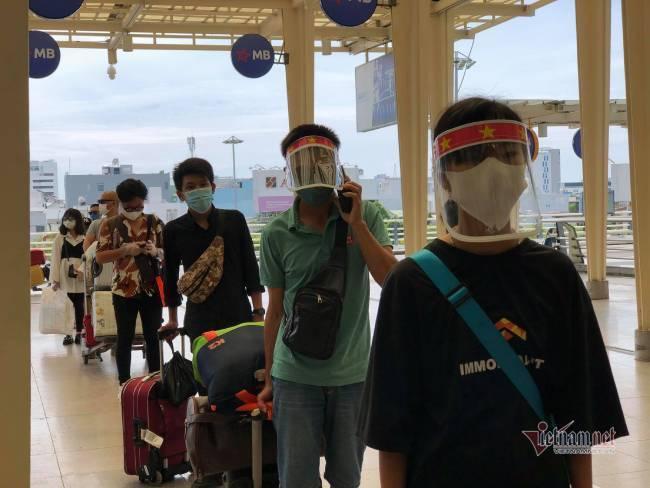 Du khách Đà Nẵng về nhà sau những ngày mắc kẹt: Hết dịch, tôi sẽ quay lại-1