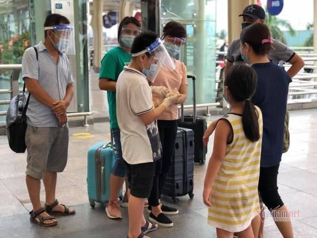 Du khách Đà Nẵng về nhà sau những ngày mắc kẹt: Hết dịch, tôi sẽ quay lại-2