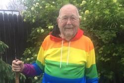 Sau nhiều thập kỷ trốn tránh, cụ ông 90 tuổi mạnh mẽ công khai giới tính thật