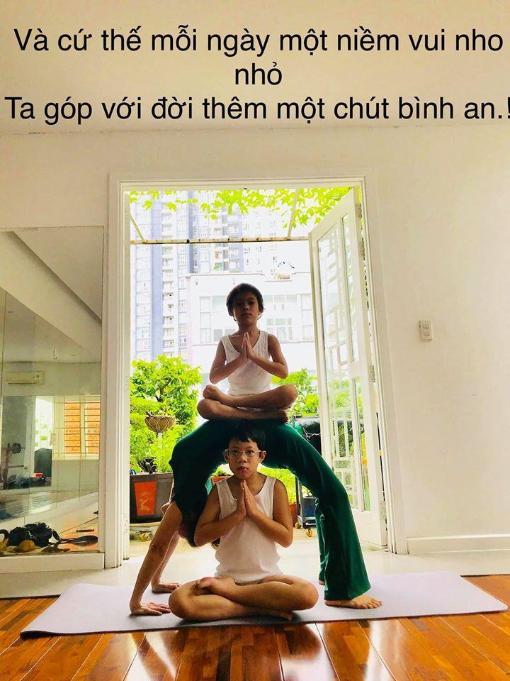 Mẹ Hồ Ngọc Hà luyện yoga cực đỉnh ở tuổi 63, đến con gái cũng thua xa-1